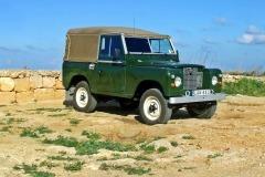 land-rover-1086765_1920